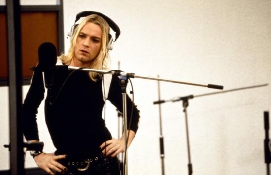 Velvet-Goldmine-Style-Picture-Ewan-McGregor-Fitted-Sweater-Long-Blond-Hair